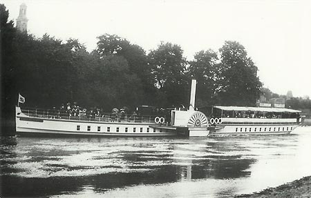 Paddle steamer Queen Elizabeth